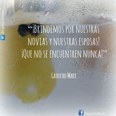 """""""¡Brindemos por nuestras novias y nuestras esposas! ¡Que no se encuentren nunca!"""". Groucho Marx #Citas #Frases #GrouchoMarx"""