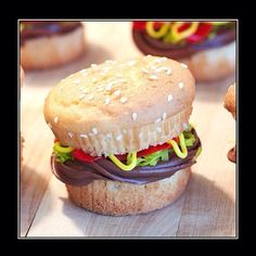 Hamburger Cupcake, y u so cute.