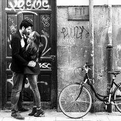 Street love. #instalove #preboda #prebodablancoynegro #nofilter #couple #love #prewedding #street #kiss #parejasquemolan #fotodepareja #fotografodeboda #fotodepreboda #fotosbonitas #tonyromerophotographer #tonyromero #mywork #nofilter #amor #besos