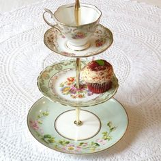 tea cake stand...I would so love to make this. Isn't it adorable?