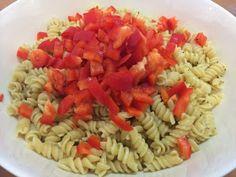 Liian hyvää: Pastasalaatti lämminsavulohesta Fusilli, Ethnic Recipes, Drinks, Food, Red Peppers, Drinking, Beverages, Essen, Drink