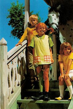 Pippi Långstrump (Pippi Langkous). Dutch postcard, 1971. Photo: Semic International. Publicity still for Pippi Långstrump/Pippi Longstocking (Olle Hellbom, 1969).