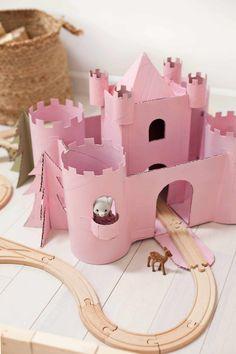 35 Easy DIY Cardboard Crafts For Kids Toys Diy Toys easy diy kid toys Cardboard Castle, Cardboard Toys, Cardboard Playhouse, Cardboard Furniture, Projects For Kids, Diy For Kids, Crafts For Kids, Summer Crafts, Fun Crafts