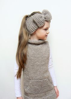 Matching set of hand knit sleevless tunic and big bow headband.  Headband size: 19-21 (49-52cm)  Tunics size: -UK 8-9 -European 128-134cm -US 9 *pictured on 134cm (53) tall 8yr gir  Color: Light Brown (iced coffee)  Materials: Alpaca merino blend wool  This set is READY TO SHIP! --------------------------------------- The Color might slightly vary from the picture you see on your screen. Do not hesitate to ask if you have any questions before ordering. Please read my SHOPS POLICIES about…