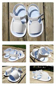 Tutorial que muestra el paso a paso para confeccionar unas sandalias de bebé de polipiel blanca con patrón gratis incluido