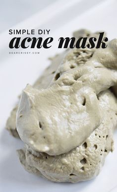 Homemade Acne Mask - This DIY acne mask has just two ingredients and will detoxify your skin while unclogging and shrinking pores. AMAZING.
