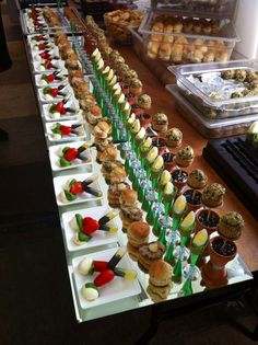 Wedding canapés Www.simonsmith-ch… Wedding canapes Www. Make Ahead Christmas Appetizers, Mini Appetizers, Appetizer Buffet, Appetizer Recipes, Party Finger Foods, Party Snacks, Chefs, Vegetarian Canapes, Sushi Catering