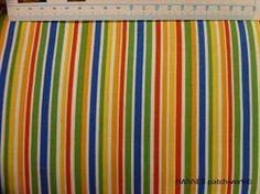 Klare farvet i stribet Patchworkstof i flotte striber i grønne, blå, orange og andre klare farver.