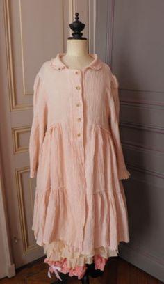 Robe-manteau-magnolia-les-ours-creation-pearl-lin-romantique-superposition