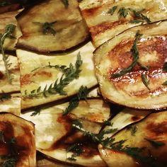 Melanzane grigliate e achillea: un'accoppiata vincente Grilled aubergines match yarrow perfectly #fitoalimurgia  #lemiericette_fitoalimurgia #vegetarianafelice #phytoalimurgy #myrecipes #edibleplants #happyvegetarian