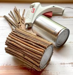 DIY Tin Can Makeover -- using sticks and hot glue! 6 Charming Ways To Dress Up A Tin Can Upcycled Crafts, Diy Home Crafts, Diy Home Decor, Decor Crafts, Decoration Branches, Decorations, Tin Can Art, Recycled Tin Cans, Tin Can Crafts