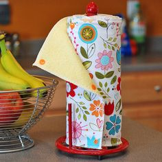 Snap-together reusable/washable kitchen towels. I love this idea. I wonder if I'd be disciplined enough to use them?