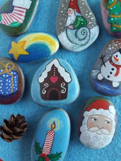Christmas gift - Xmas little presentis - 10 unique stones handpainted by Claudia Nanni Fine Art on #etsy #Xmas #decor #gift #kids #party https://www.etsy.com/ch-en/listing/252499465/lovely-christmas-gift-for-kids-10-sea?ref=shop_home_active_12