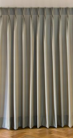 The pinch pleat is a special variation of the triple pleat; it is supported by incorporating a little rod and it thus produces a very exact fold. The processing is extremely high quality and produces a perfect folding optic. It is suitable for curtains and sheers. This pleat is firmly sewn into the curtains.