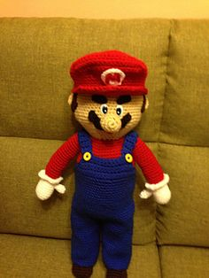 One of my niece's friends is a Mario fan: he wears t-shirts, ha has many Mario video games. He is crazy about him!. This boy is very special and I thought a giant Mario would be a good birthday's gift.