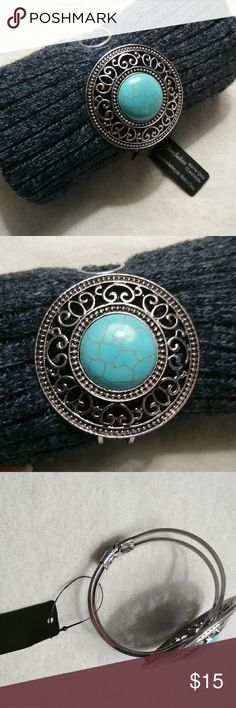 💥Free Gift Included💥 Turquoise bracelet This is a turquoise bracelet (cuff style) easy to put on and is silver one-size-fits-all. The turquoise is imitation. Includes a Free Gift! Jewelry Bracelets