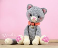 This is a crochet pattern (PDF file) NOT a finished doll you see on the photos! This pattern is available in Dutch and English (German coming soon) Let me introduce to you: My Little Kitty!! My Little Kitty is made with sockyarn and with this yarn she turns out at a size of 18 cm. If you are working with cotton yarn she turns out at a size of 26 cm. Thank you for coming by! Kristel Droog kristeldroog@gmail.com
