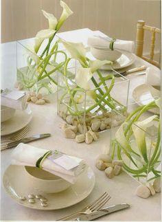 White Wedding Centerpieces | http://simpleweddingstuff.blogspot.com/2014/01/white-wedding-centerpieces.html