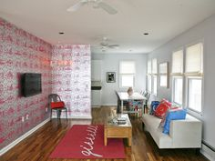 I want to diy that light fixture in the left corner.  It's hard to see on here, but believe me, it's SMOKIN!
