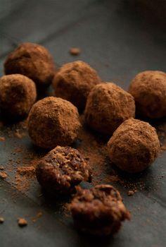 Monday Treat: RAW Date truffles