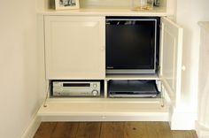 TV, DVD en tuner zijn volledig uit het zicht weg te bergen