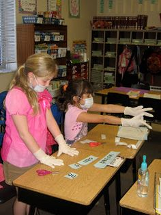 http://buzzingaboutsecondgrade.blogspot.com/search?updated-max=2011-02-09T18:07:00-05:00=7  Contraction Surgery, great idea to teach contractions.