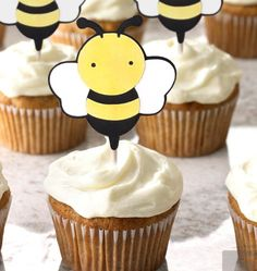 First Birthday Theme Girl, Bee Birthday Cake, Bumble Bee Birthday, Bumble Bee Decorations, Bumble Bee Cupcakes, Mommy To Bee, Baby Girl Shower Themes, Cupcake Party, Beehive