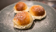 Foto: Maria Lokna / NRK Bread Baking, Feta, Hamburger, Buns, Baking, Burgers, Po' Boy, Mixing Bowls