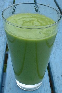Green Smoothie: Almond Milk with Mango, Banana, and Spinach
