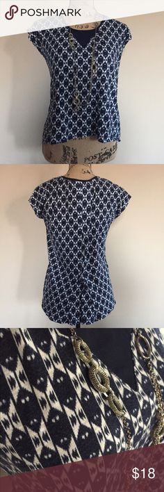 🍀 Lucky Brand Aztec print tee 🍀 Cute relaxed fit gray and navy Aztec print tee from Lucky Brand. Navy inset in front, short sleeves, slight high-low hemline. 3 little buttons lower back for shaping as pictured. Size XS, great condition. Lucky Brand Tops Tees - Short Sleeve