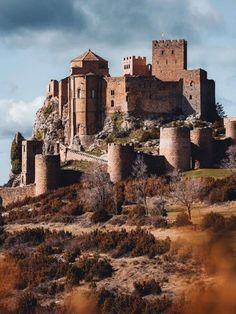 Castle Gate, Castle Ruins, Medieval Castle, Beautiful Castles, Beautiful Buildings, Beautiful Places, Places To Travel, Places To See, Fantasy City