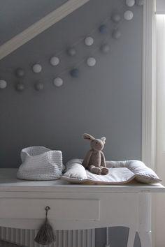Guirnaldas de luces para convertir la habitación de los niños en un lugar mágico.