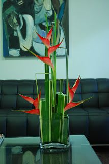 Tropical Flower Arrangements, Modern Floral Arrangements, Creative Flower Arrangements, Ikebana Arrangements, Tropical Flowers, Deco Floral, Arte Floral, Bird Of Paradise Wedding, Flower Structure