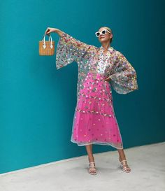 Get a sneak peek at a few of the tops from the Atlantic-Pacific x Halogen Spring 2020 Collection! Blair breaks down a few brand new looks! Floral Fashion, Look Fashion, Spring Fashion, High Fashion, Fashion Outfits, Womens Fashion, Fashion Design, Fashion Trends, Fashion Hair