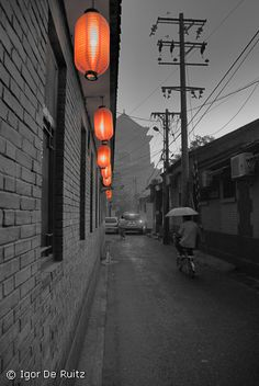 the mystical hutongs lit up by red lanterns. These are the ancient alleyways that remain today despite Beijing's rapid modernization offering an authentic taste to the city's indigenous life. Beijing Food, Beijing China, China Architecture, Visit China, Red Lantern, Alleyway, Four Seasons Hotel, Capital City, Nature Photos