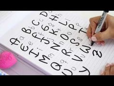TIPS PARA MEJORAR TU LETRA, REGRESO A CLASES! - YouTube Hand Lettering Fonts, Creative Lettering, Handwriting Fonts, Brush Lettering, Cute Letters, Diy Letters, Abc Font, Pretty Writing, Calligraphy Cards