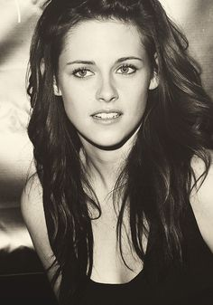 Kristen Stewart. Love her ! She plays in the movie breaking-don-part-2 and -1 never mind Kirsten I'm Christopher j Carr from Scotland I'm a  male admirer of you and like to take u to lunch in Glasgow