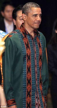 obama with Indonesian tenun