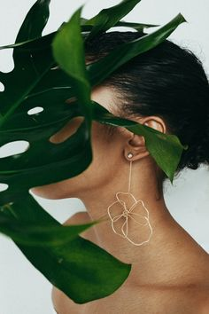 Tictail Celebrates Original Female-Founded Design for Women's History Month – Design Milk – Design Milk – Jewelry Broche Chanel, Accesorios Casual, Jewelry Photography, Concept Photography, Product Photography, Cute Jewelry, Cheap Jewelry, Jewelry Stand, Jewelry Shop