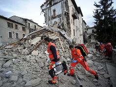 After a powerful earthquake hit Italy yesterday killing 247 people, Muslims have come to help the survivors!