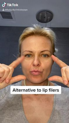 25 rep daily back and forth. Avoid if you have lip fillers Face Yoga Exercises, Beauty Life Hacks Videos, Facial Yoga, Face Massage, Massage Oil, Healthy Skin Tips, Les Rides, Natural Skin Care, Natural Lips