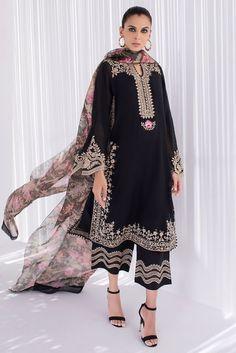Pakistani Fancy Dresses, Pakistani Outfits, Indian Outfits, Pakistani Kurta Designs, Pakistani Dress Design, Indian Designer Outfits, Designer Dresses, Velvet Dress Designs, Embroidery Suits Design