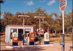 Old Gas Pumps, Vintage Gas Pumps, Vintage Ads, Chevron Gas, Nostalgia, Old Garage, Old Gas Stations, Filling Station, Tow Truck