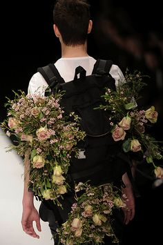 McQueens is this world renowned flower shop and floristry school in London.A designer used all sorts of their fresh flowers in his fashion show. Love Flowers, Beautiful Flowers, Fresh Flowers, Amnesia Rose, Floral Fashion, Flower Designs, Decoration, Flower Power, Flower Arrangements