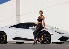 Lamborghini Huracan accesorizat, evident, cu o blonda!