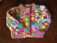 Crochet Granny Squares Design Crochet tutorial for a beautiful toddler cardigan. - A free tutorial for an amazingly colorful crocheted toddler cardigan. Crochet Baby Jacket, Crochet Baby Sweaters, Crochet Baby Clothes, Crochet Cardigan, Crochet Gifts, Baby Knitting, Bobble Crochet, Granny Square Crochet Pattern, Crochet Granny