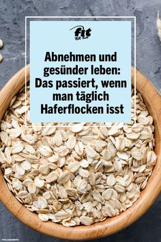 Abnehmen: Das passiert, wenn man täglich Haferflocken isst At first glance, oatmeal may not seem very exciting, since it is rather tasteless and therefore does not cause much enthusiasm at first Detox Recipes, Healthy Recipes, Smoothies With Almond Milk, Detox Salad, Eat Smart, Lose Weight Naturally, Clean Eating Recipes, Superfood, Healthy Life