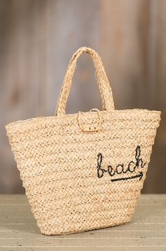 Our classic summer tote is begging to take you to the shore. Crafted of robust yet lightweight raffia straw and lined with smooth linen, our bag is the perfect size to carry it all.