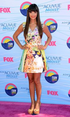Hannah Simone in a Mary Katrounzou dress, H. Stern ring, and JustFab shoes at the 2012 Teen Choice Awards