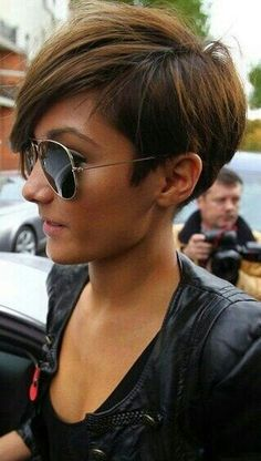 I would love to have one side short like this and the other long into an A line bob pretty much.